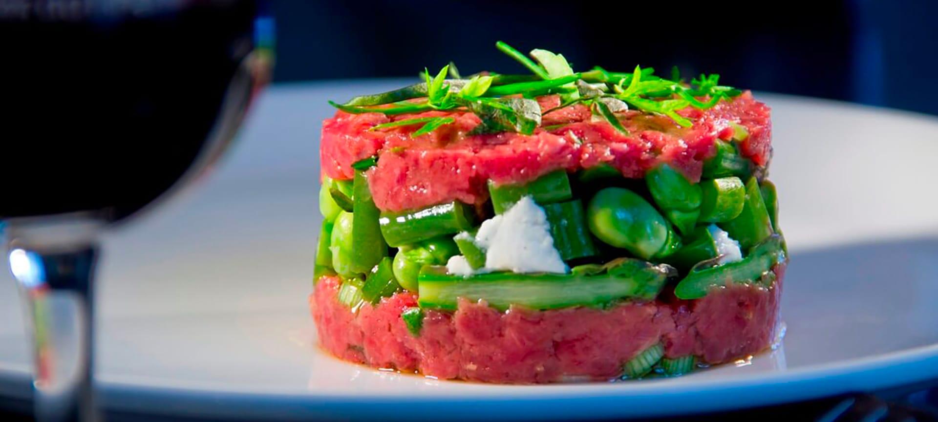 Tartare de bœuf aux légumes verts